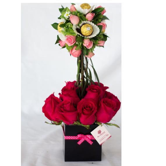 arreglos florales de rosas y mini rosas con chocolates ferrero