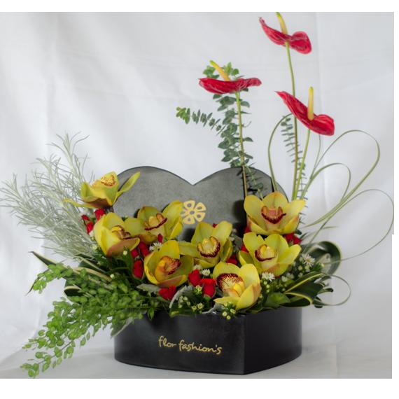 arreglos florales de orquideas, arreglos en forma de corazon, arreglos florales en forma de corazon